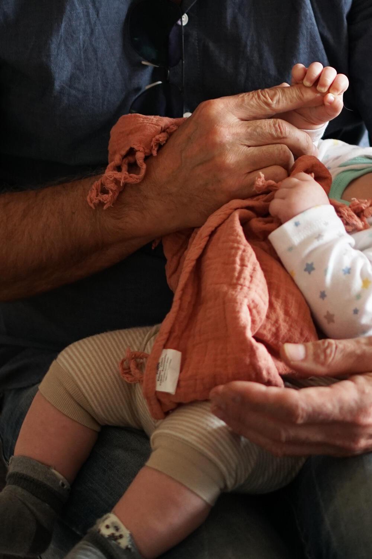 Großvater mit Baby