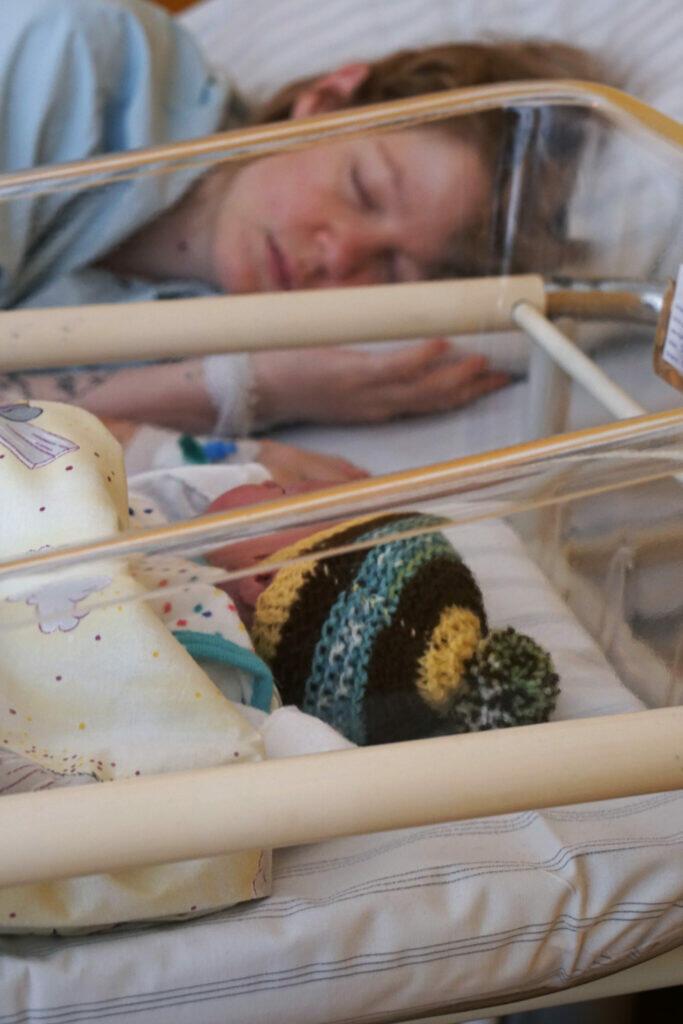 Geburt Krankenhaus Neugeborenes Wochenbett Familienzimmer