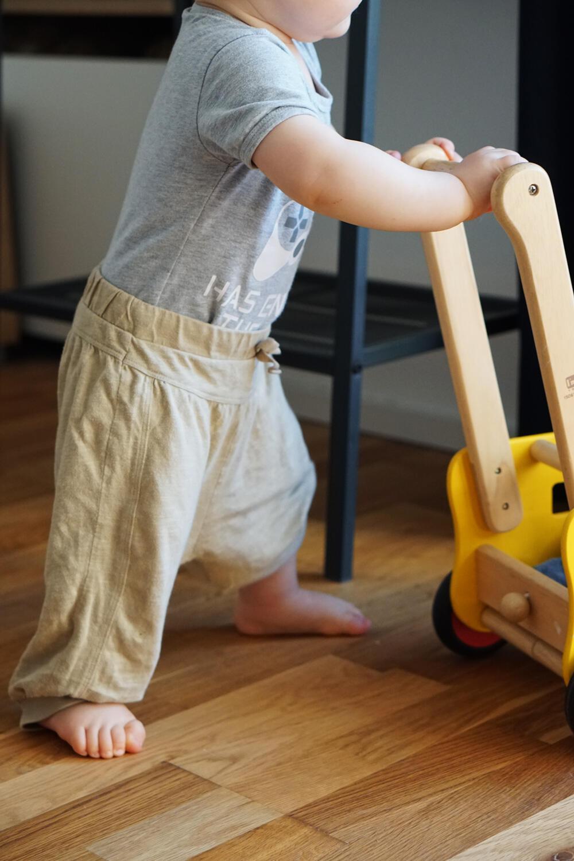 Baby Lauflernwagen laufen lernen