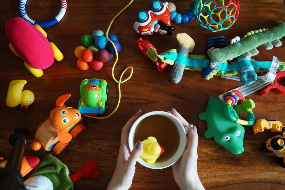 Spielzeug Tasse Holztisch