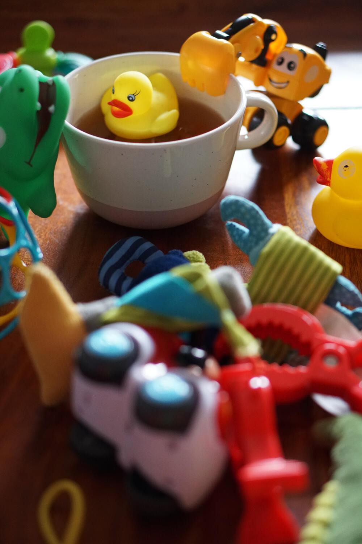 Spielzeug Tasse Alltag mit Baby