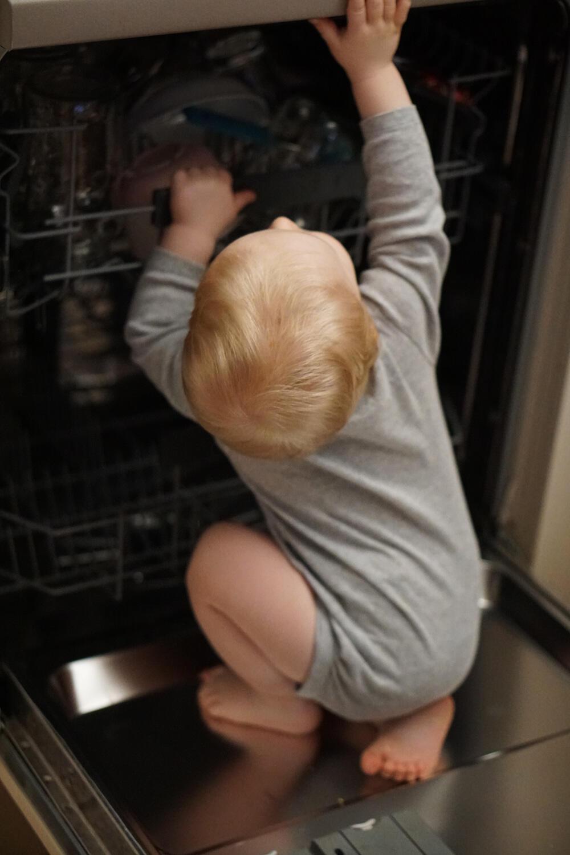 Alltag mit Kind Unser Alltag ist ihre Kindheit Haushalt Kleinkind Geschirrspüler