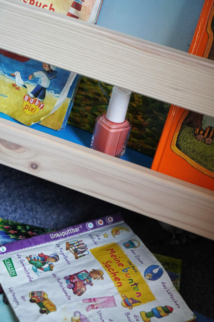 Bücherregal Nagellack Kinderzimmer