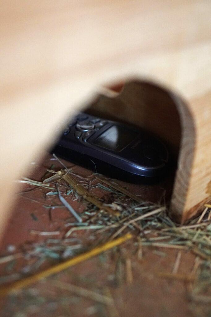 Telefon versteckt Kleinkind