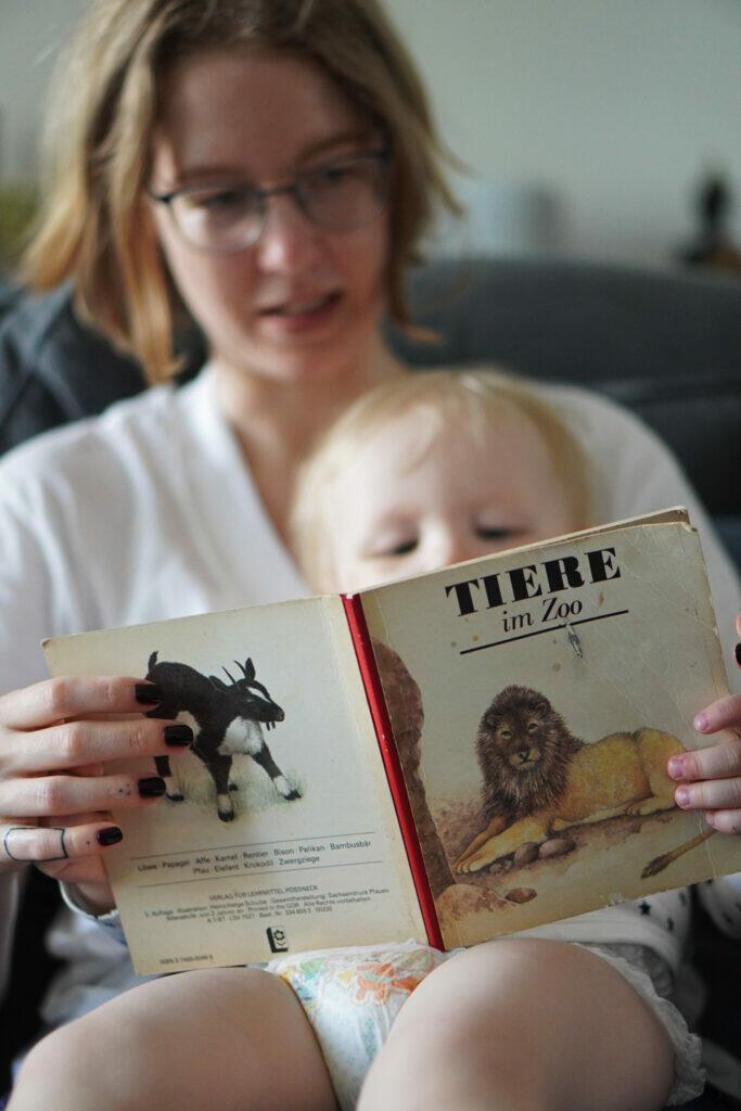 Bilderbuch Mama und Kleinkind Tiere im Zoo DDR Bilderbuch