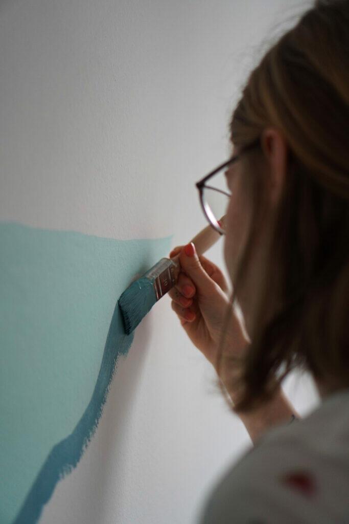 Streichen Farbe Blau Mama Wand Pinsel