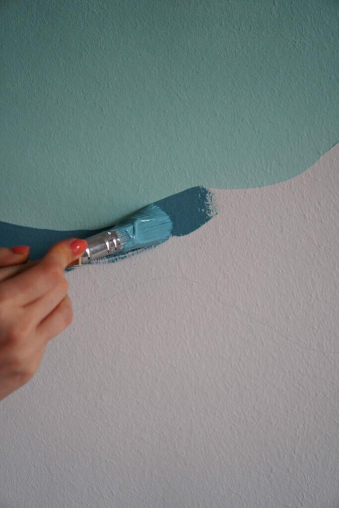 Streichen Wand Kinderzimmer Nahaufnahme Pinsel Blau
