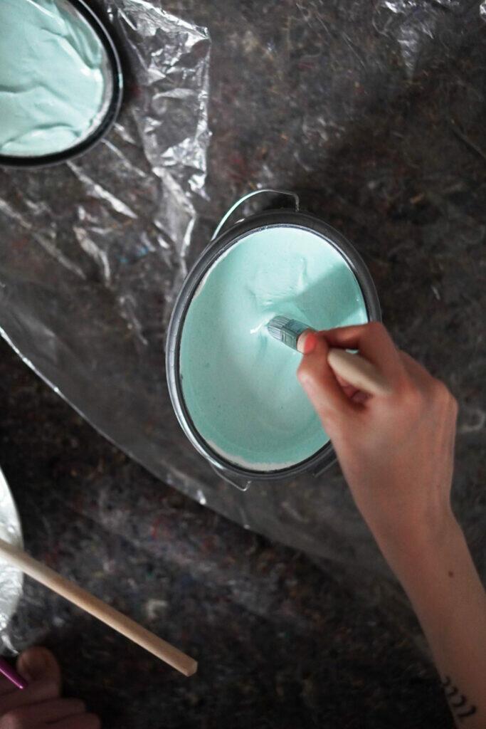 Wandfarbe Kinderzimmer Türkis Farbeimer streichen DIY