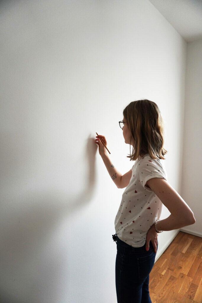 DIY Kinderzimmer Wand streichen Berge vorzeichnen