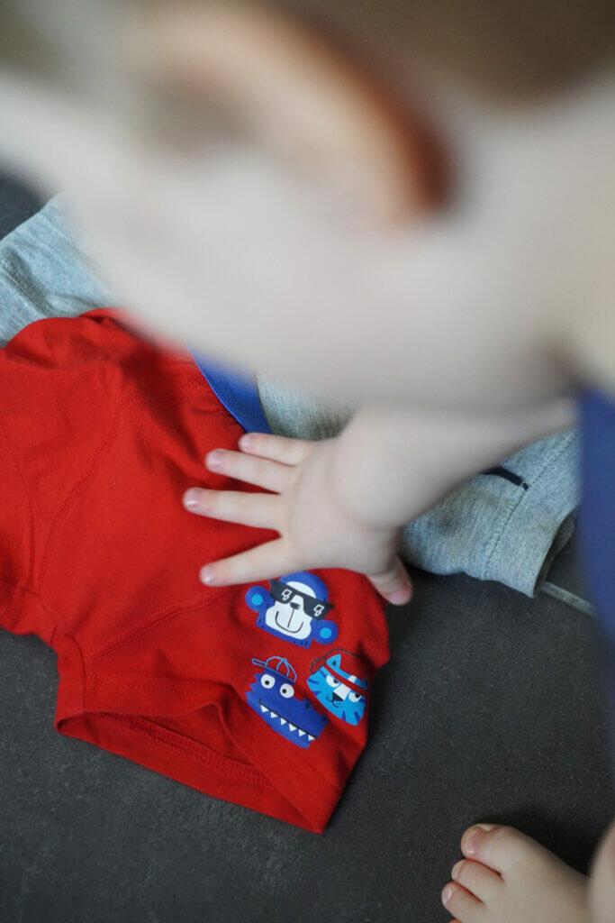Schlüpfer Schlüppi Kleinkind Junge rot Töpfchentraining